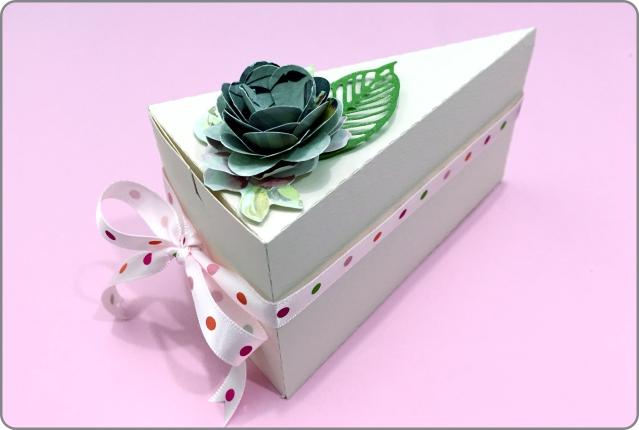 Fatia de bolo em papel 13